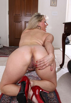 Mom On Knees Pics