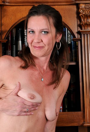 Mom Nipples Pics