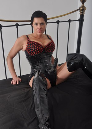 Mom In Boots Pics
