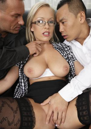 Hot Mom Threesome Pics