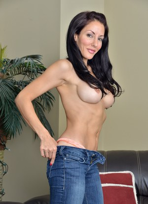 Mom In Jeans Pics