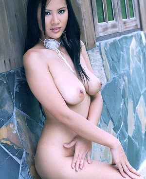 Thai Mom Pics