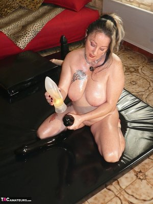 Oiled Mom Pics