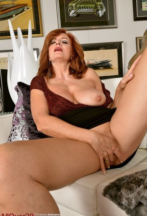 Mom Fingering Pics