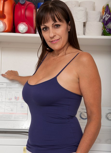Hot Brunette Mom and Sexy MILF Porn